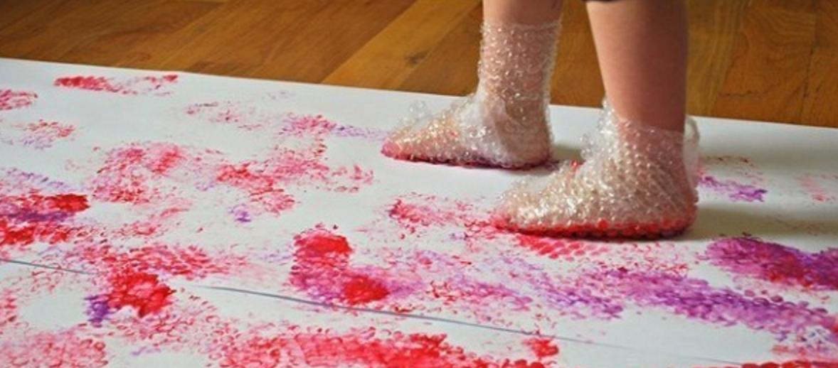Måla med bubbelplast - aktivitet för barn