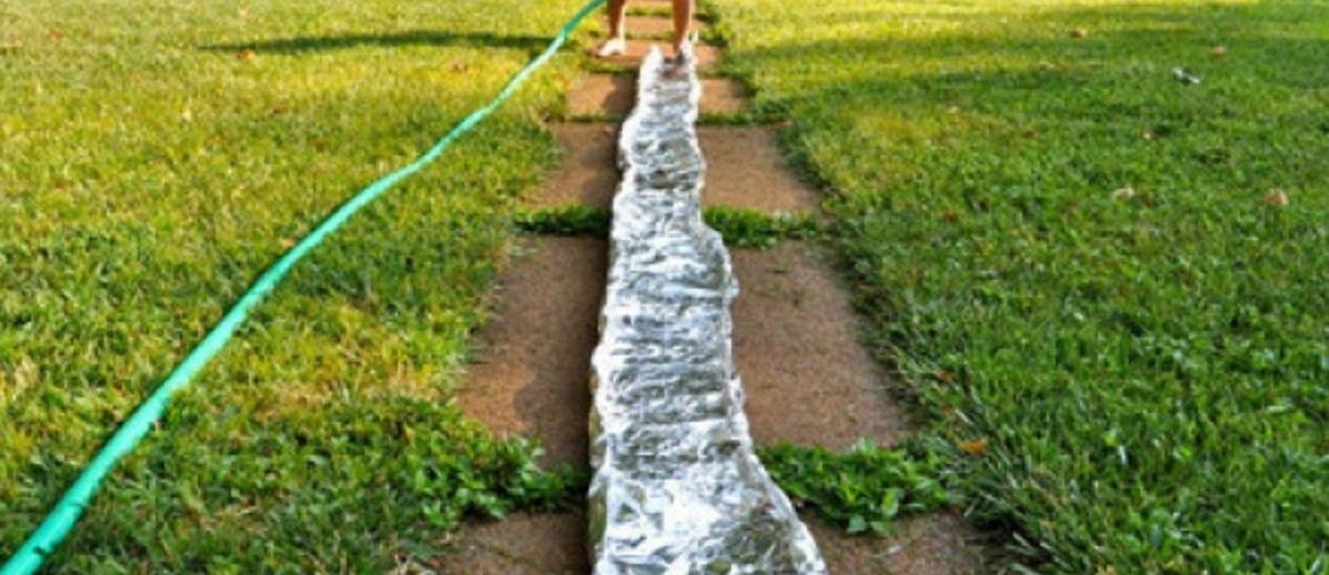 Gör en egen flod av folie - kul utomhus aktivitet för barn