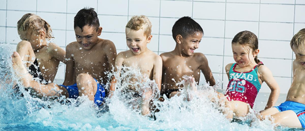 centralbadet - bada är alltid en kul aktivitet för barn
